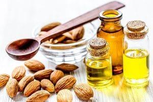 درمان خشکی پوست با روغن بادام